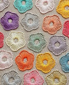 how to do brazilian embroidery stitches Hand Embroidery Videos, Crewel Embroidery Kits, Embroidery Stitches Tutorial, Hand Work Embroidery, Embroidery Flowers Pattern, Flower Embroidery Designs, Creative Embroidery, Simple Embroidery, Ribbon Embroidery