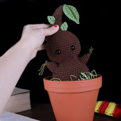 Mandrake Amigurumi - Free Crochet Pattern - StringyDingDing Crochet Amigurumi, Amigurumi Patterns, Crochet Toys, Free Crochet, Crochet Patterns, Amigurumi Toys, Holiday Crochet, Halloween Crochet, Harry Potter Crochet