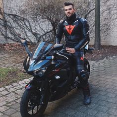 Bike Suit, Motorcycle Suit, Motorcycle Leather, Super Bikes, Photo Pour Instagram, Motard Sexy, Bike Leathers, Biker Boys, Biker Gear