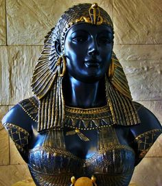 Queen Cleopatra of Egypt Ancient Egypt Art, Ancient Aliens, Ancient Artifacts, Ancient History, Ancient Greece, Egyptian Goddess, Egyptian Art, Art Ancien, African Royalty