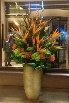 Weekly lobby flowers with Birds of Paradise in a variety of sizes and designs ensure we will make your space stand out within your budget #weekly #hotels #reception #arrangement #flowers #fresh #strelitzia