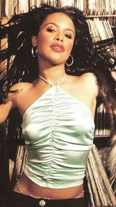 Style Aaliyah, Rip Aaliyah, Hip Hop Fashion, 90s Fashion, Fashion Looks, Fashion Outfits, Oral History, 2pac, Mtv