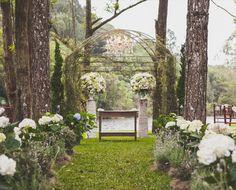 Décor de casamento no Espaço Serra do Mar, em São Bernardo do Campo, SP. Contando com hortênsias, rosas e suculentas.