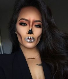 These Halloween make-up that can be made with makeup .- These Halloween make-up that can be achieved with makeup that we already have - Maquillage Halloween Clown, Cute Halloween Makeup, Halloween Makeup Looks, Halloween Outfits, Halloween Halloween, Sugar Skull Halloween, Halloween Inspo, Halloween Recipe, Playlist Halloween