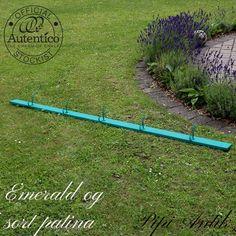 Knagerække i Emerald Autentico kalkmaling