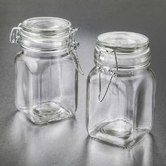 Perfectly Plain Large Glass Apothecary Jar Hinged Top- A classic style apothecary jar filled with hand made treats will bring back warm memories of childhood days. Offer your guests a thoughtful favor when you fill these classic jars with cookies, ca Glass Apothecary Jars, Glass Jars, Mason Jars, Glass Hinges, Egg Crates, Diy Wedding Favors, Party Favors, Bath Salts, Candy Jars