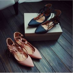 Look effortlessly stylish. This features pointed to design, cut out lace up, square flat heels with gold pleated cover. Beautifully crafted from rubber, PU materials. Very soft and comfortable perfect