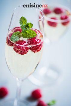 Une idée de cocktail festif avec cette soupe de champagne au litchi. #recette#cuisine#cocktail#champagne #litchi Litchi, Liqueur, Panna Cotta, Ethnic Recipes, Food, Mango, Classic Cocktails, Bartenders, Recipes