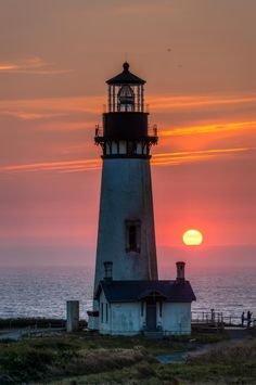Beautiful Sky, Beautiful Landscapes, Beautiful Places, Lighthouse Painting, Lighthouse Keeper, Lighthouse Pictures, Beacon Of Light, Nature Pictures, Nature Photography