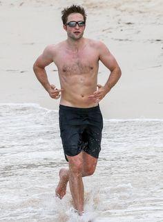 Robert Pattinson's Shirtless Workout on Antigua Beach | PEOPLE.com
