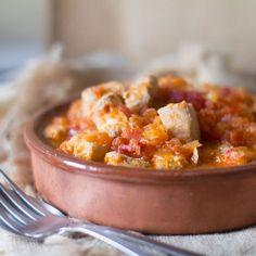 Cómo preparar bonito a la riojana. Receta española con Thermomix. Hoy con nuestro Thermomix ® por el mundo nos quedamos hoy en España, en La Rioja, a degustar un plato típico de allí, un bonito a la r