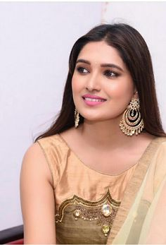 Beautiful Girl Indian, Beautiful Indian Actress, Beautiful Actresses, Most Beautiful Women, Indian Actress Hot Pics, South Indian Actress, Girl Photo Poses, Bride Makeup, India Beauty