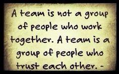 Mooi gezegd en hoe bereik je dit dan? Kun je van een groep mensen die moet samenwerken ook nog verlangen dat ze zich onderling vertrouwen? Of is dit enkel bij sommige teams een eis? Zoals de chirur...