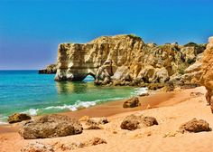 Albufeira is a city, a county (concelho) and community (freguesia) at the Algarve in southern Portugal. Albufeira has a roughly history. Algarve, Toronto Canada, Places To Travel, Places To See, Wonderful Places, Beautiful Places, Albufeira Portugal, Foto Real, Best Resorts