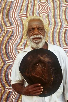 Dinny Nolan Jampitjinpa with his painting, Papunya aboriginal comunity, NT
