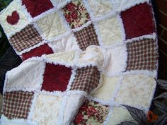 Old Country Rose Cottage Rag Quilt Throw