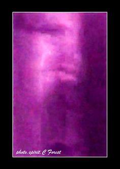 Capté dans ma salle à mangé, voici une capture d'écran d'où on peu voir la vidéo sur: zone paranormale et science inexpliquée sur facebook