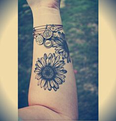 30 Awesome Forearm Tattoo Designs - For Creative Juice - Sunflower Forearm Tattoo.What a cool tattoo design idea! Forearm Tattoo Design, Forearm Tattoos, Foot Tattoos, Cute Tattoos, Beautiful Tattoos, New Tattoos, Sleeve Tattoos, Tatoos, Flower Tattoo On Forearm