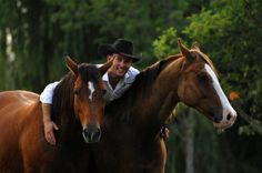 G'Day Mate — Down Under's Double Dan Horsemanship. The lovely country of Australia has undeniably given us many wonderful things...the land down under is also the home of Double Dan Horsemanship, the new sensation in natural horsemanship that is taking the world by storm.