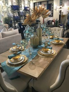 Dining Room Table Centerpieces, Dinning Room Tables, Elegant Dining Room, Luxury Dining Room, Dining Room Design, Table Decorations, Deco Table Noel, Beautiful Table Settings, Kitchen Decor