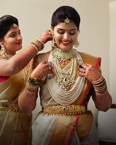 Image may contain: 2 people Bridal Jewellery Inspiration, Indian Bridal Jewelry Sets, Half Saree Designs, Blouse Designs, Indian Bridal Hairstyles, Bridal Dress Design, Saree Look, South Indian Bride, Traditional Fashion