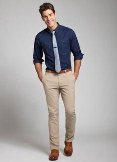 Look de moda: Camisa de Manga Larga Azul Marino, Pantalón Chino Beige, Zapatos Oxford de Cuero Marrónes, Corbata de Lana Gris