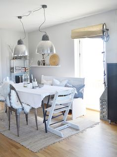 Love the lights Dining Room, Dining Table, Nordic Home, Home Furnishings, Sweet Home, Lights, Kitchen, Furniture, Inspired