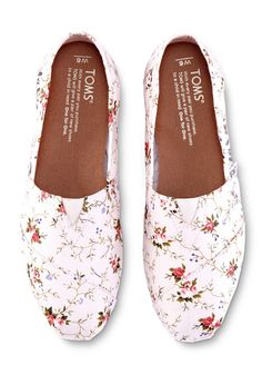 "When people ask, you can tell them, ""Life is beautiful!"" Full of joy, these floral Classics emblazoned with ""La vie est Belle"" make a statement in more ways than one."