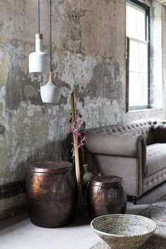 raw cement walls: No.grey sofa: Yes - Home Decor Ideas Style Vintage, Vintage Home Decor, Distressed Walls, Cement Walls, Deco Design, Wall Treatments, Wabi Sabi, Home Decor Inspiration, Home Interior Design