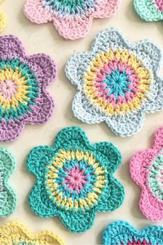 Happy Flower Crochet Coasters to decorate your spring and easter table with!