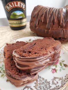Nach den Baileys-Macaronsvon Anfang Oktober habe ich heute ein weiteres leckeres Rezept mit Baileys für euch – einen schokoladigen Baileys-Gugelhupf. Bei dem Teig handelt es sich um einen ga…