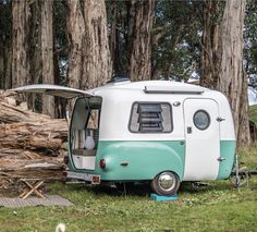 Camper Trailers For a Good Camping Expertise - Crithome Retro Trailers, Retro Caravan, Retro Campers, Vintage Travel Trailers, Vintage Campers, Vintage Motorhome, Happy Camper Trailer, Camper Trailers, Happy Campers
