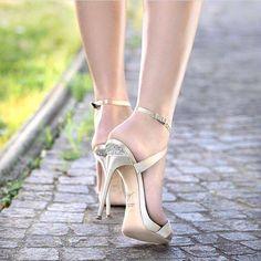 Walk down the aisle in style in these @giuseppezanottidesign heels. #love #happy #bridalstyle #bridestory #weddingday #weddingtime #wedding #weddingideas #bride #bridal #bridallook #bridetobe #bridalshoes http://gelinshop.com/ipost/1523578292208479310/?code=BUk1mJulSxO