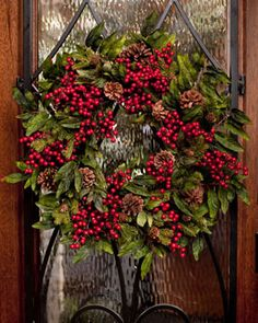Holiday Decorations for the Home | Pine & Berry Wreath Christmas