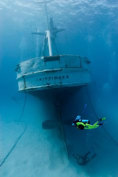 USS Kittiwake in Grand Cayman: Boom, diving this on Thursday! Underwater Shipwreck, Underwater World, Abandoned Ships, Abandoned Places, Underwater Pictures, Ghost Ship, Grand Cayman, Underwater Photography, Paladin