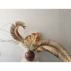 Golden persuasions via Love Flowers, Dried Flowers, Paper Flowers, Floral Flowers, Ikebana, Dried Flower Arrangements, Bridesmaid Flowers, Flower Decorations, Flower Art