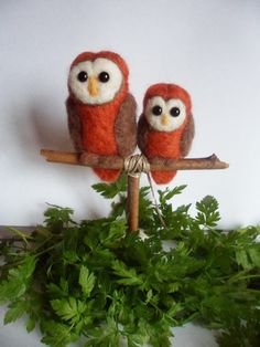 Miniatuur naaldvilten uil duo op stokje door Creadivacreations