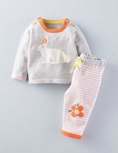 With flowers on the knees, our pure cotton knitted play set is cosy and comfortable for your own cuddly bunny to wear. Machine washable.