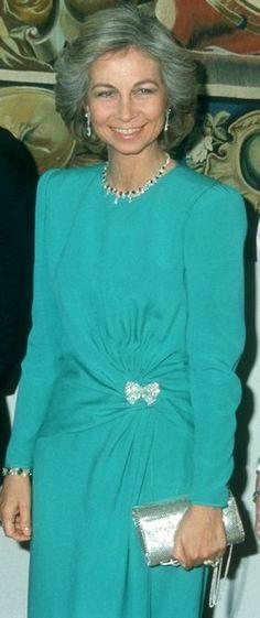 Queen Sophia, Queen Mary, Queen Elizabeth Ii, Fashion Over 40, Spanish Royalty, Estilo Real, Royal Jewels, Chic, Lady