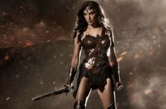The first official shot of Gal Gadot as DC Comics' premiere female superhero Wonder Woman has been revealed, giving fans their first hint of how the character will look on the big screen in Batman v Superman: Dawn of Justice Superman Wonder Woman, Wonder Woman Film, Gal Gadot Wonder Woman, Wonder Women, Batman Vs Superman, Superman Dawn Of Justice, Batman Versus, Superman Suit, Comic Con