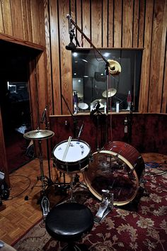 vintage yamaha drum set early 70 39 s tiger finish drums and drummers pinterest yamaha drum. Black Bedroom Furniture Sets. Home Design Ideas