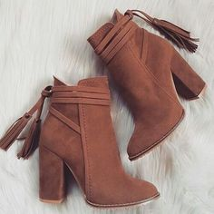 Image about fashion in shoes. Fancy Shoes, Pretty Shoes, Beautiful Shoes, Fashion Heels, Fashion Boots, Sneakers Fashion, Swag Fashion, Dope Fashion, Aesthetic Shoes