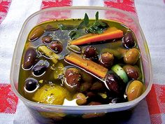 Ελιές ξυδάτες Yams, Sausage, Food And Drink, Cooking, Health, Desserts, Greek, Blog, Carrot