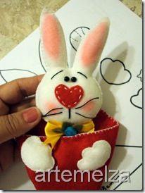 artemelza - coelho de páscoa Felt Ornaments, Christmas Ornaments, Easter, Dolls, Holiday Decor, Felt Decorations, Easter Bunny, Christmas Crafts, Felting