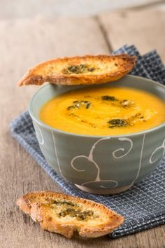 This is soup weather! Pumpkin soup to order. Yummy Recipes, Veggie Recipes, Soup Recipes, Vegetarian Recipes, Cooking Recipes, Yummy Food, Healthy Recipes, My Favorite Food, Favorite Recipes