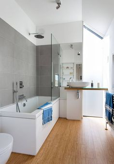 Are you a homeowner considering a renovation of your bathroom? Choosing a bathroom shower design is often a daunting decision … Bathtub Shower Combo, Shower Over Bath, Bathroom Tub Shower, Small Bathroom, Bathroom Plants, Bathroom Storage, Master Bathroom, Budget Bathroom, Bathroom Renos