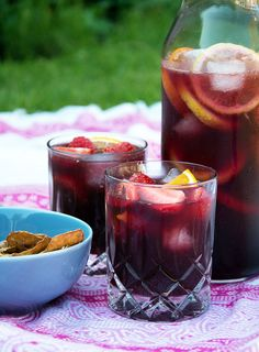 Sangria - great summer recipe for the Spanish summer cocktail - Eat Recipes Cocktail Drinks, Cold Drinks, Fun Drinks, Yummy Drinks, Alcoholic Drinks, Beverages, Juice Smoothie, Smoothie Drinks, Healthy Smoothies