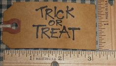 25 MEDIUM ~ TRICK OR TREAT ~ HALLOWEEN ~ PRIMITIVE GIFT HANG TAGS LOT (141)