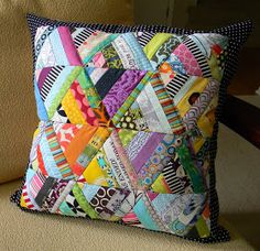 pillow using the easy braid technique: Quilting Projects, Quilting Designs, Sewing Projects, Patchwork Cushion, Quilted Pillow, Small Quilts, Mini Quilts, Crochet Blanket Patterns, Quilt Patterns
