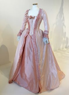 """tiny-librarian: """"One of the gowns worn by Kirsten Dunst as Marie Antoinette, during a scene walking with her ladies in the gardens. 18th Century Dress, 18th Century Costume, 18th Century Fashion, Vintage Gowns, Vintage Outfits, Victorian Fashion, Vintage Fashion, Victorian Gothic, Gothic Lolita"""